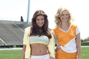 Carmen Electra (morena) y Amy Smart (rubia)