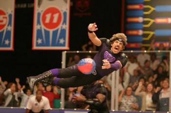 Ben Stiller volando en el torneo de Dodgeball