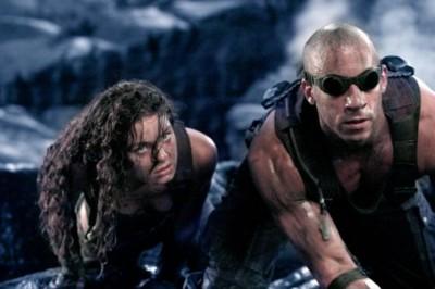 Riddick con una vieja (joven) amiga