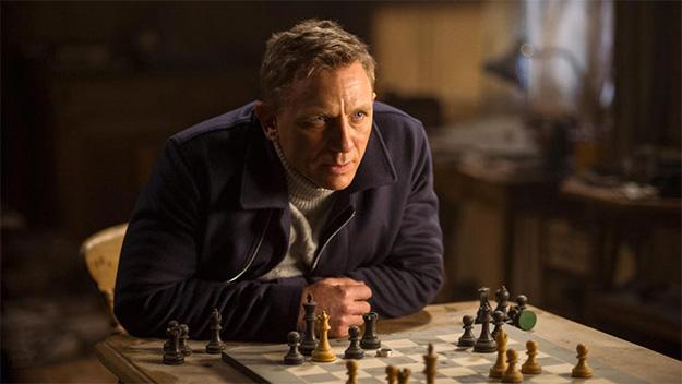 James Bond sigue esperando a que algún director mueva pieza