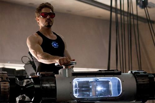 Tony Stark trabajando en un nuevo cachivache