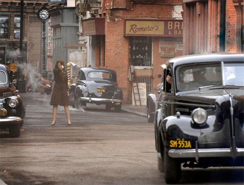 Saludad a Hayley Atwell peinada y vestida como Peggy Carter antes de enrolarse en Captain America: The First Avenger!