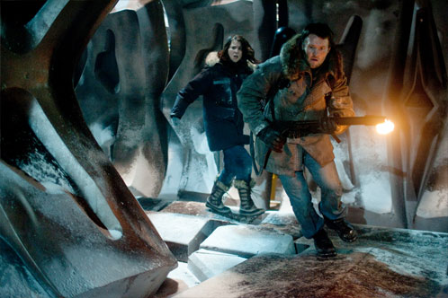 Mary Elizabeth Winstead y Joel Edgerton en The Thing