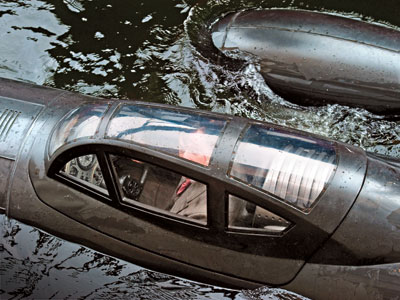 Heinz Kruger (Richard Armitage) pilotando un submarino de Hydra