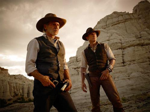 Antes enemigos y ahora compañeros. El coronel Woodrow Dolarhyde (Harrison Ford) y Jake Lonergan (Daniel Craig)