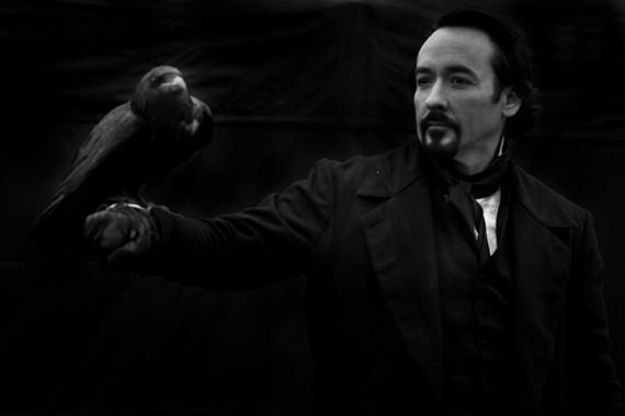 Primera imagen oficiald e John Cusack como Edgar Allan Poe en The Raven