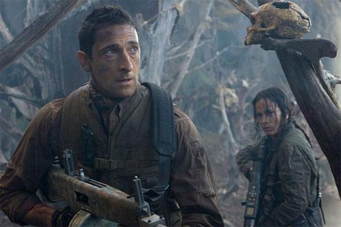 Nueva imagen de Predators. Royce (Adrien Brody) e Isabelle (Alice Braga)