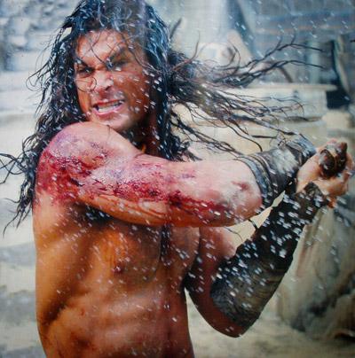 Conan blandiendo espada cimmeria y sangrando como un animal