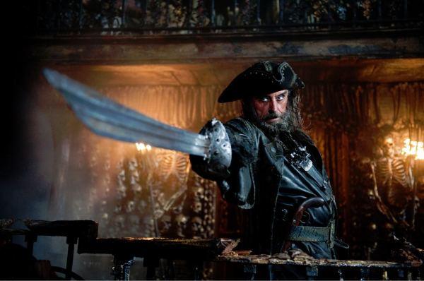 Nueva interesante imagen de Barbanegra en Piratas del Caribe: en mareas misteriosas