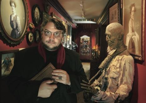 Guillermo del Toro te observa con ojos inquietantes desde su Bleak House