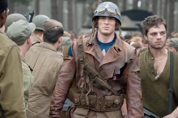 Primera imagen de Bucky en Captain America: The First Avenger... ¿por qué mira todo el mundo hacia atrás?