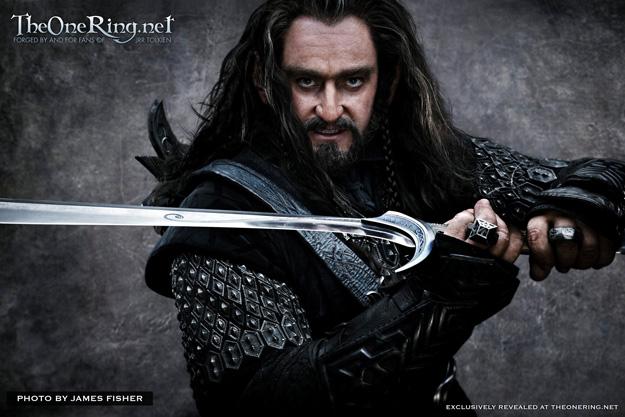 Thorin II Escudo de Roble blandiendo Orcrist