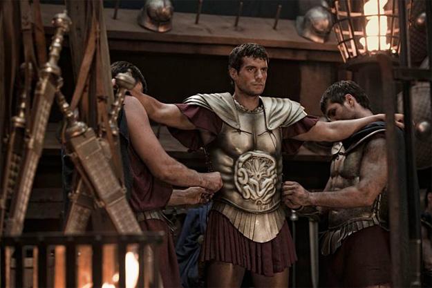 Una nueva imagen de Immortals: equipando a Teseo para la batalla