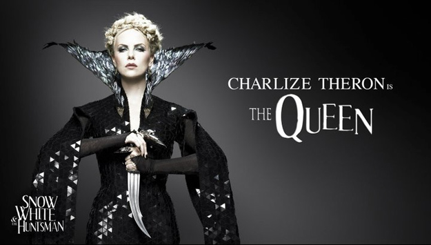 Charlize Theron como The Queen