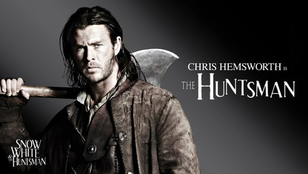 Chris Hemsworth como The Huntsman