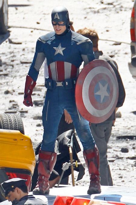 El nuevo traje del Capitán América en Los Vengadores, el mismo visto en el trailer post Capitán América: el primer vengador