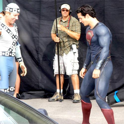 Henry Cavill en modo Superman sin Capa haciendo el canelo