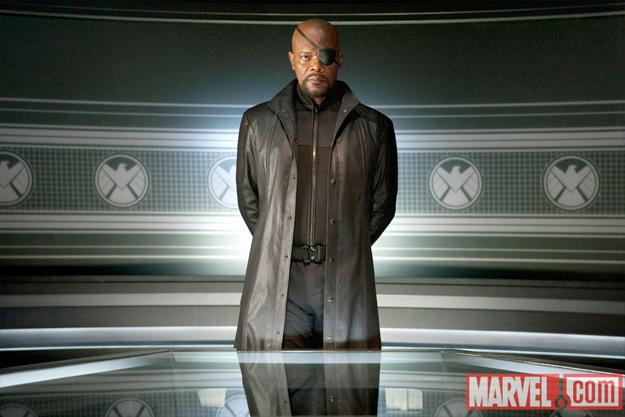 Nick Fury dirigiendo la iniciativa Vengador