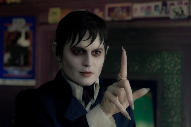 Barnabas Collins, pálido como si estuviera muerto... ah, es que está muerto!