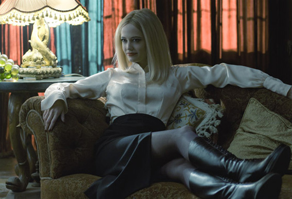 Primer vistazo a Eva Green como Angelique Bouchard en Dark Shadows
