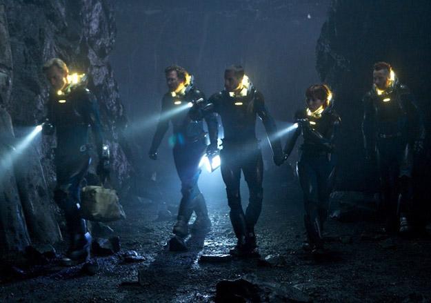 El equipo completo de exploradores de la Prometheus