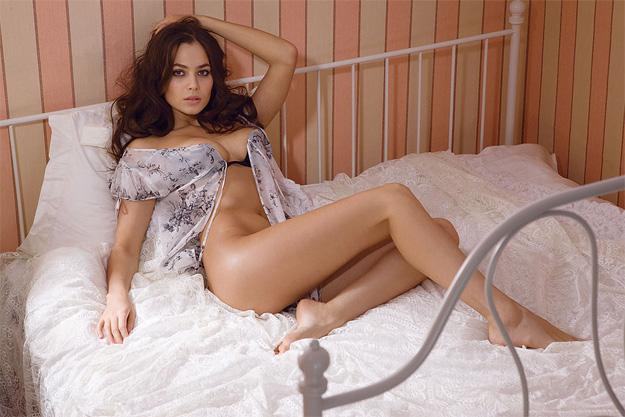 La rusa Yuliya Signir... actriz, modelo, ensueño y ¿nueva Olga Kurylenko?