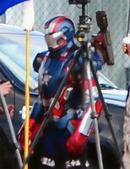 Pues si, este que veis aquí es Iron Patriot... futuro Coldblood-7