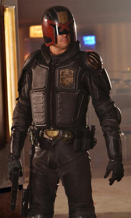 Nueva imagen de Karl Urban como Dredd casi de cuerpo entero