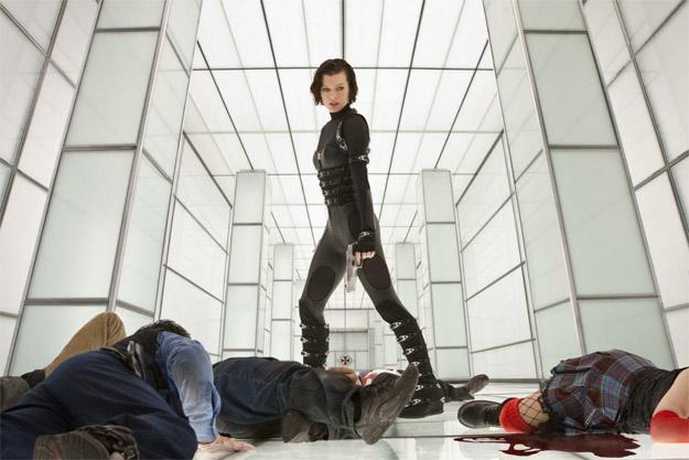Una nueva imagen de Resident Evil: venganza con Alice, unos cuantos fiambres y algo de sangre