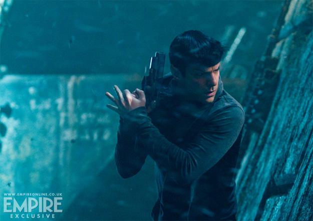 Spock haciendo frente a algo... o alguien