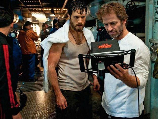 Henry Cavill y Zack Snyder tras completar una escena del rodaje de El hombre de acero