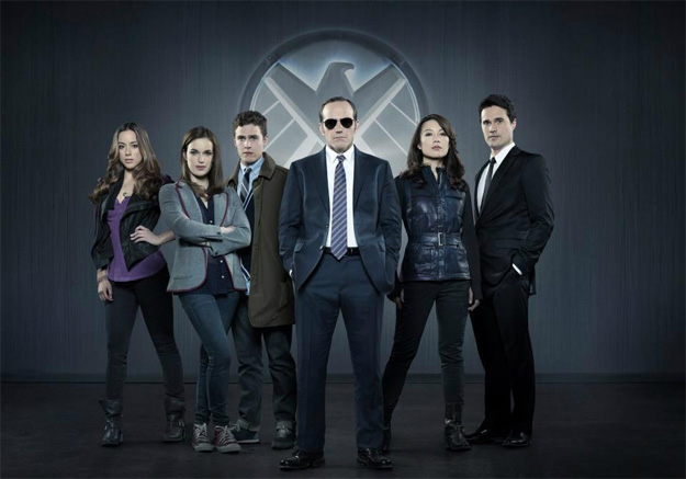 Skye, Jemma Simmons, Leo Fitz, Phil Coulson, Melinda May y Gran Ward