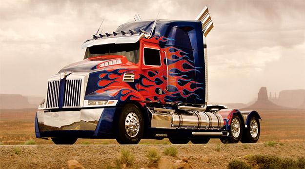 Michael Bay nos descubre el aspecto, modo camión, de Optimus Prime en Transformers 4