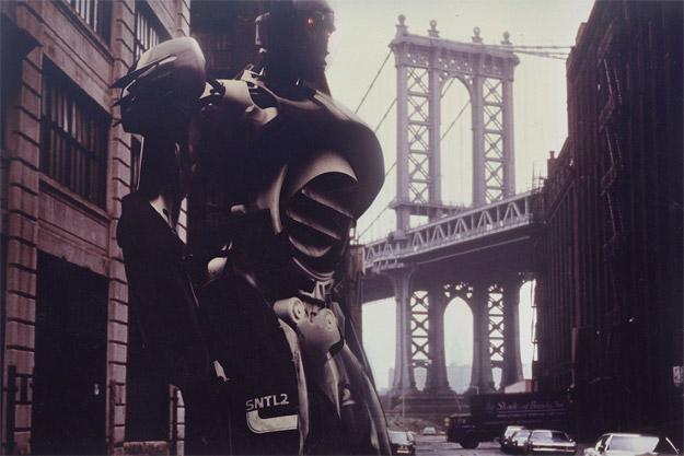 Un Centinela modelo 2 patrulla las calles de Manhattan