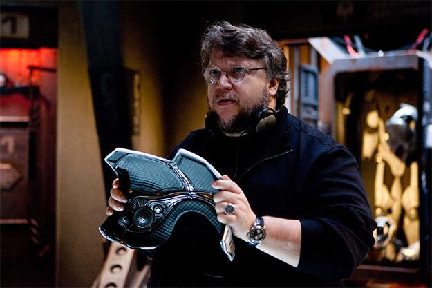 Guillermo del Toro medita si incluir o no ese peto en el guión de Pacific Rim 2