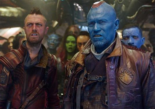 Saludad a Kraglin (Sean Gunn), Yondu (Michael Rooker) y los Ravagers