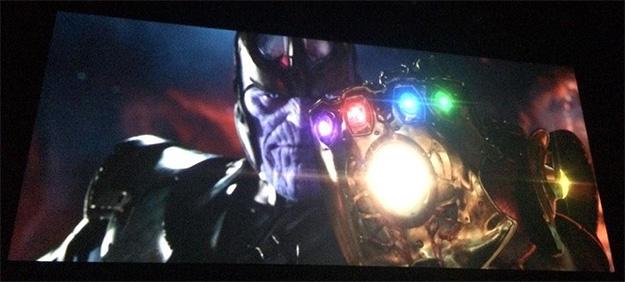 Thanos os invita a disfrutar de todos estos vídeos saludándoos con el Guantelete del Infinito