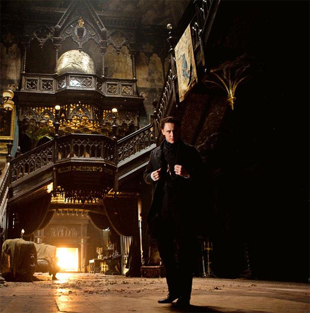Tom Hiddleston en Crimson Peak, de esas casas que te meten el miedo en el cuerpo