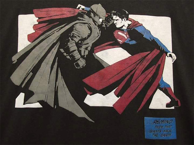 Dicen que esta es el diseño de la camiseta de rodaje de Batman v Superman: Dawn of Justice
