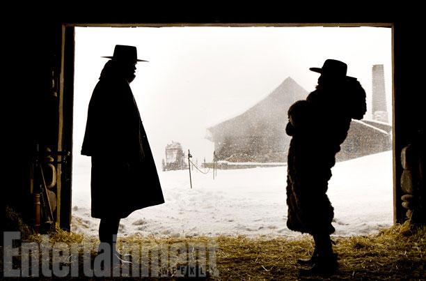 Samuel L. Jackon a las afueras del rancho de Minnie frente a Demian Bichir