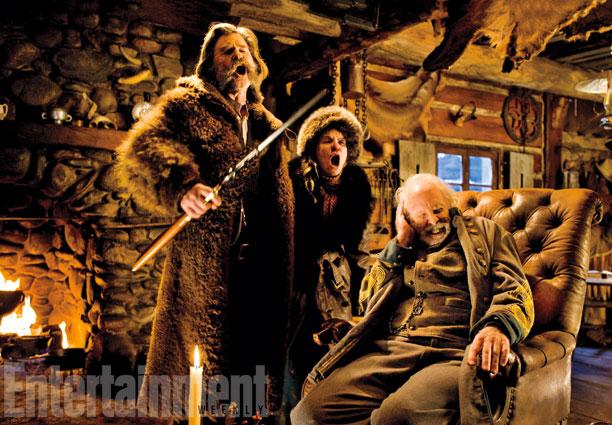 Kurt Russel y Jennifer Jason Leigh sacan de quicio al General Smithers (Bruce Dern)