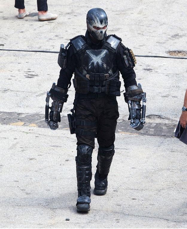 Aquí tenemos a Frank Grillo con el traje de faena de Crossbones en Captain America: Civil War