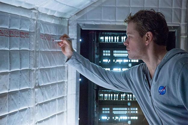 Matt Damon echando cuentas en The Martian... no pinta bien la cosa