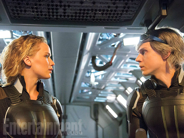 Raven / Mystique (Jennifer Lawrence) y Peter / Quicksilver (Evan Peters)