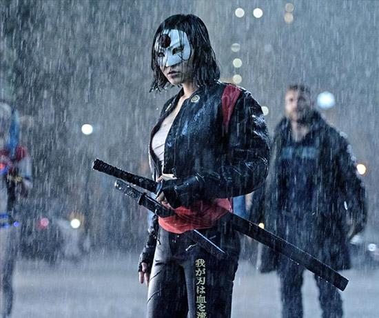 Karen Fukuhara como Katana