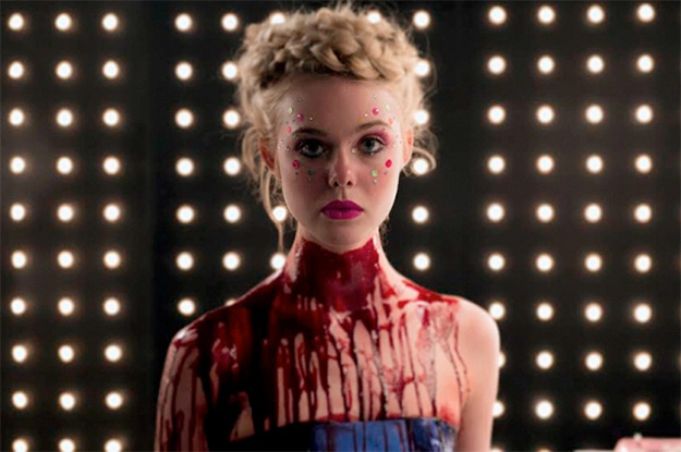 Elle Fanning sangrienta... en The Neon Demon