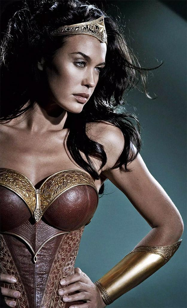 Un poco más en detalle la Wonder Woman de Megan Gale en 2007