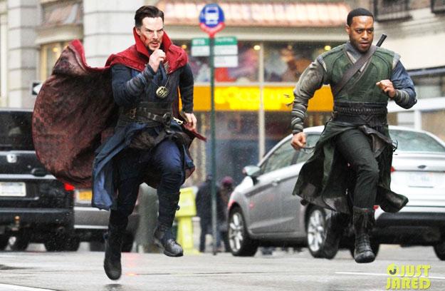 Benedict Cumberbatch como Stephen Strange y Chiwetel Ejiofor como el Barón Mordo