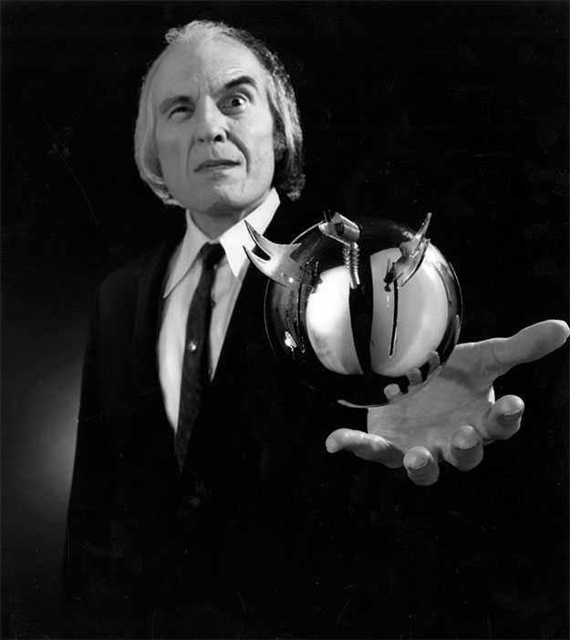 El Hombre Alto Angus Scrimm nos deja y se ha ido a otra dimensión repleta de esferas voladoras