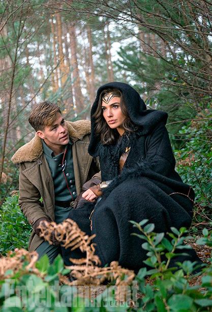 Chris Pine como Steve Trevor y Gal Gadot como Wonder Woman